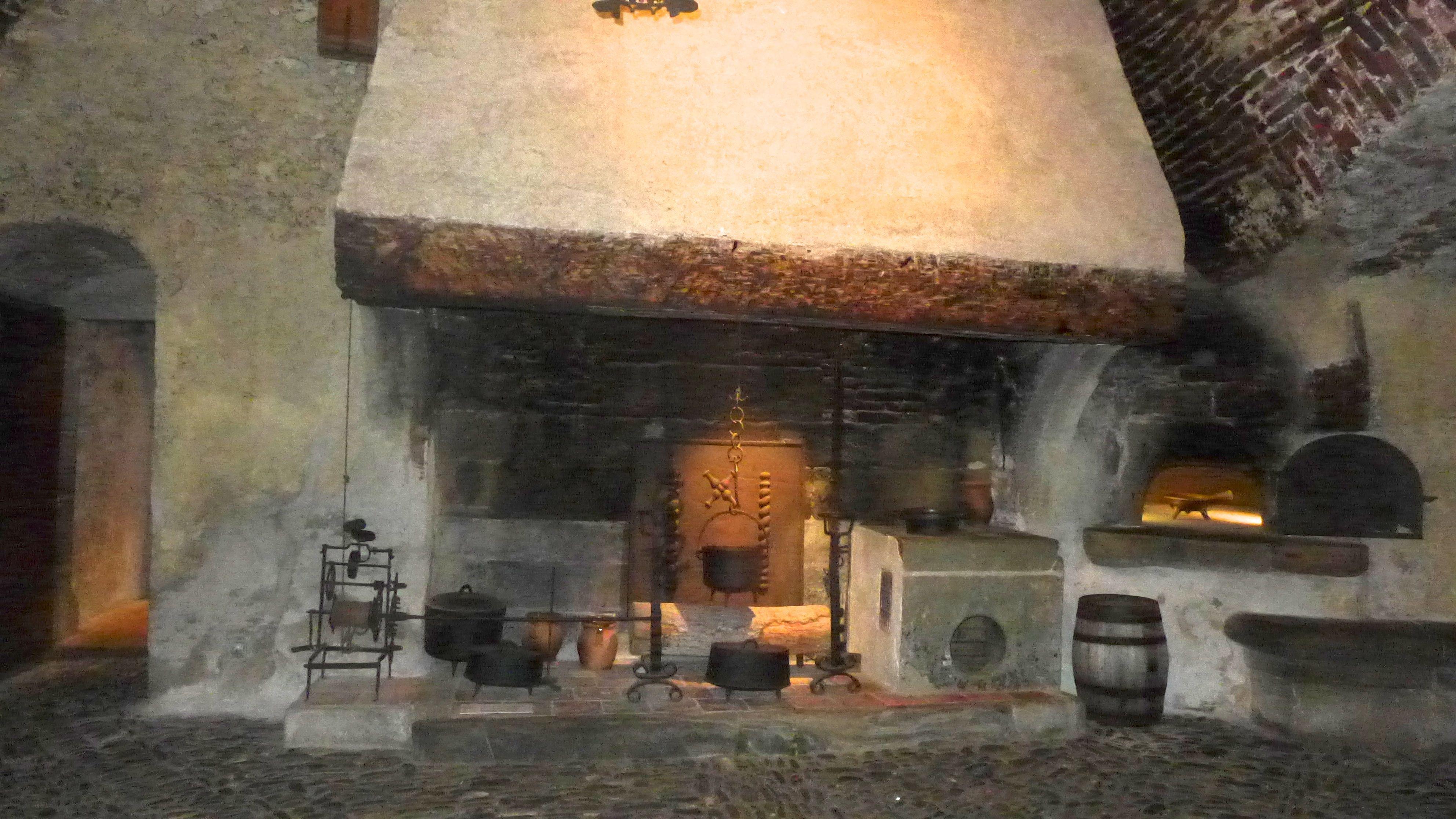 Gruy res lac ville et ch teau for Cheminee cuisine ancienne